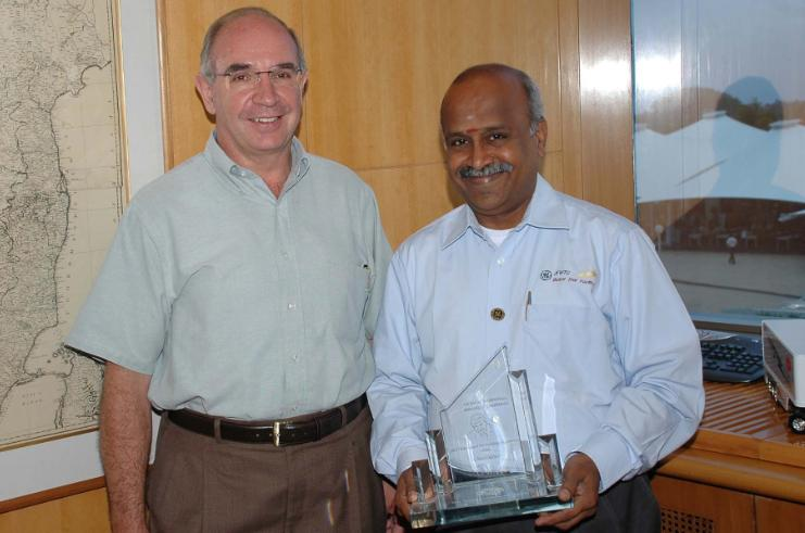 GE India Technology Award - Pillars of Pride, Ramanan with Guillermo Willle MD