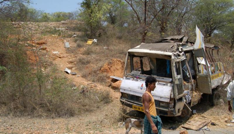 Van Roll Over - At Accident Site - Ramanan and Team on First Aid